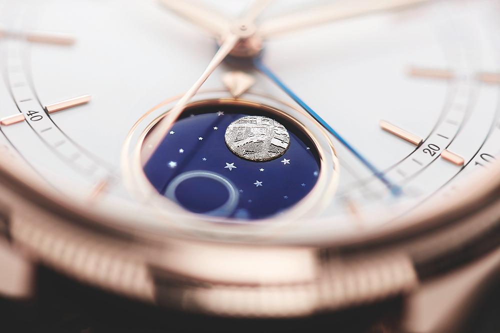 tính năng moonphase trong mặt số phụ của đồng hồ đeo tay