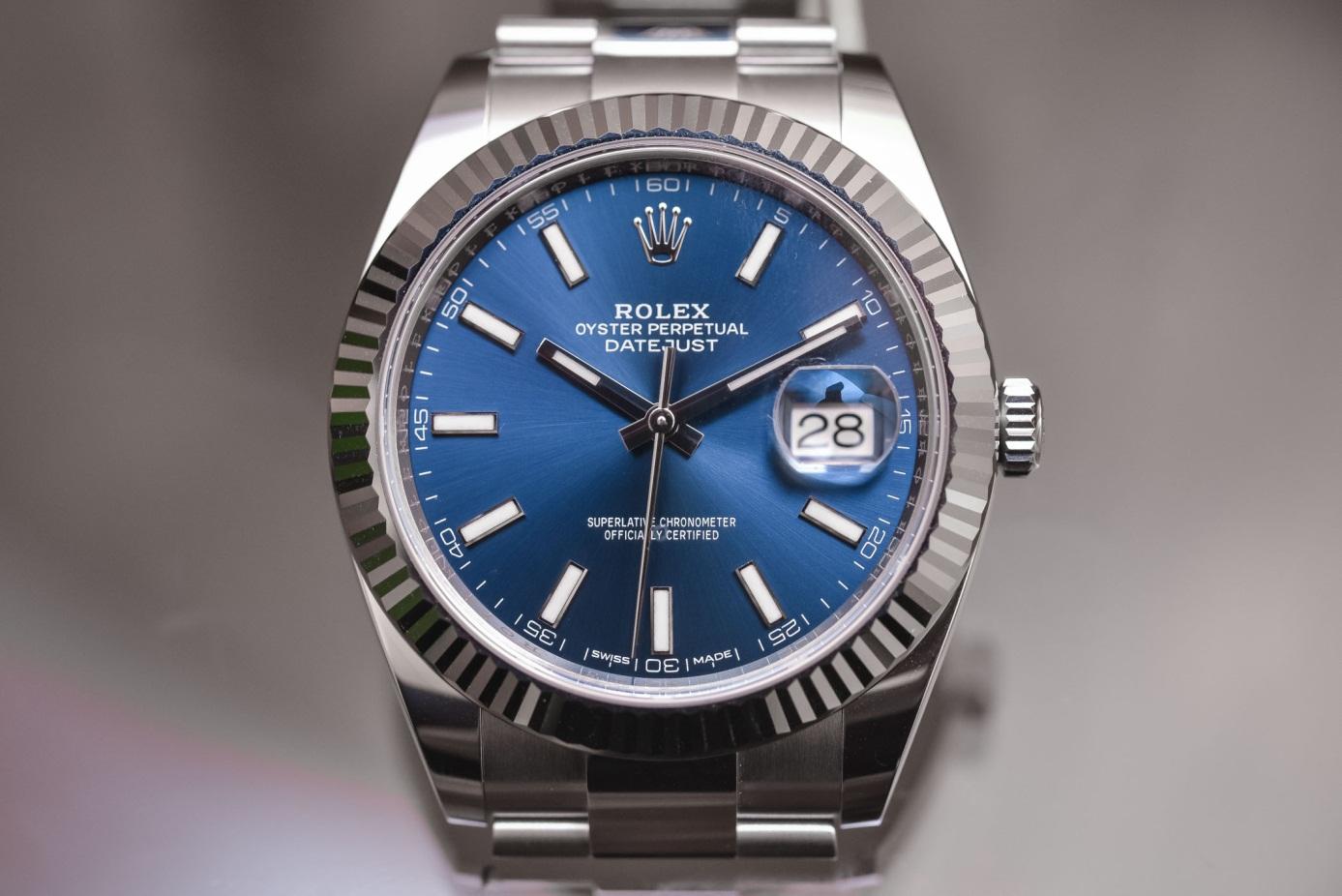 Đồng hồ Rolex Datejust 41 hiện tại với kính Cyclops qua cửa sổ ngày tháng